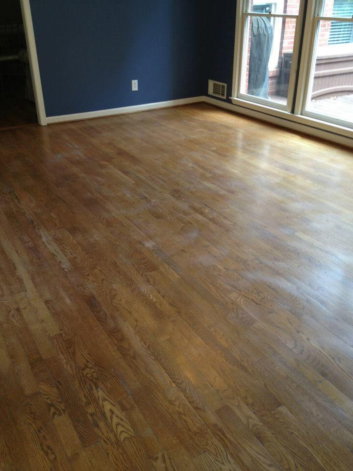 a lightly damaged floor in the Pasadena TX area